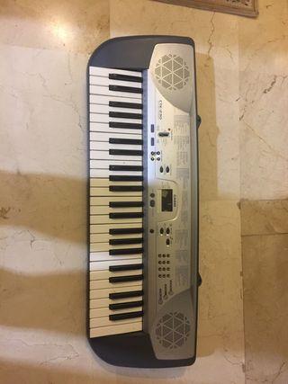 Piano electrónico modelo CTK-230