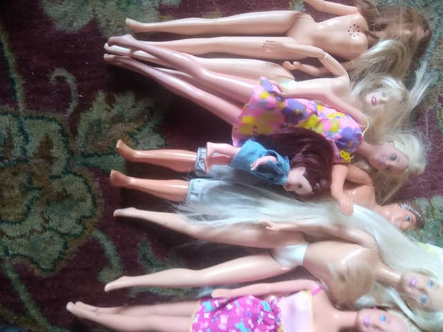 13 Barbie's