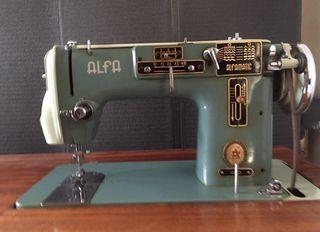 Máquina de coser automática alfa con mueble.