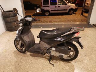 Moto Scooter sportcity cube 300