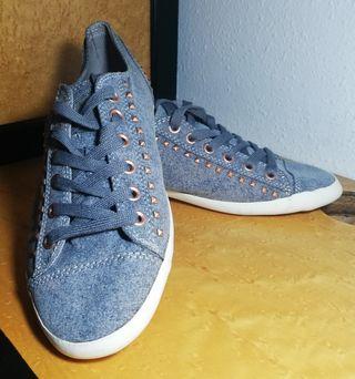 Zapatos con tachuelas