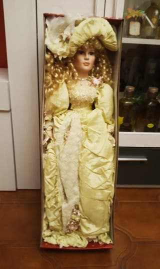 Boneca / Muñeca grande de porcelana con vestido