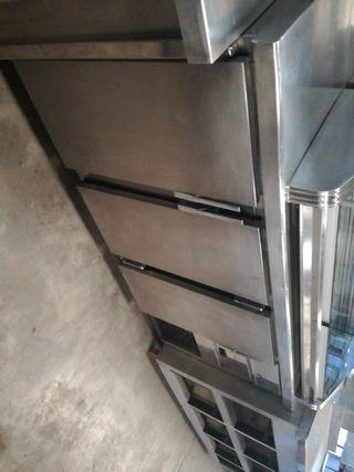 Frente mostrador de 3 puertas