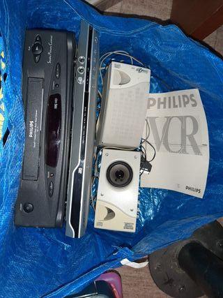 Reproductor DVD y VHS+ altavozes ordenador.