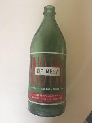 Botellas vacías antiguas