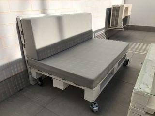 Mesa palet y sofa con respaldo palet