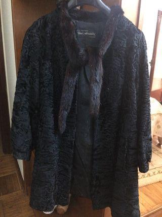 Abrigo de astracán con cuello de lomos de vison