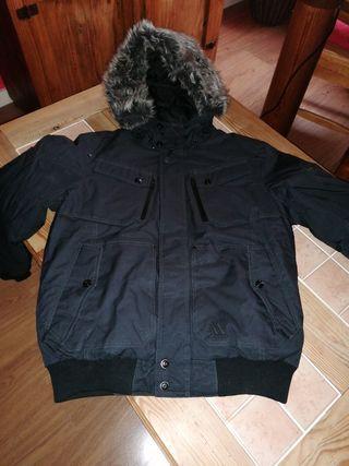 Abrigo con capucha desmontable