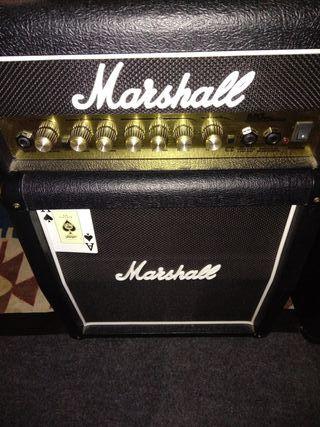 Amplificador de guitarra Marshall.