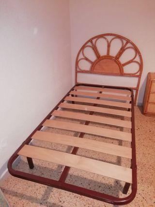 Habitación de Minbre , mesita , armario , 2 camas