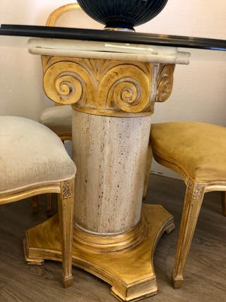 Mesa de comedor con pie de mármol