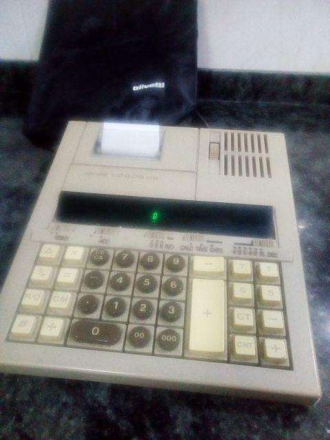 Máquina calculadora eléctrica antigua