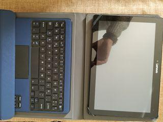 Tablet Lenovo con funda y teclado azul
