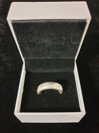 anillo de plata ovalado