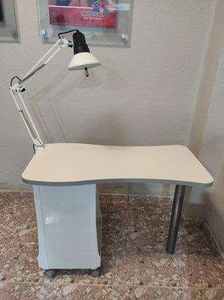 Mesa de estética - manicura con flexo