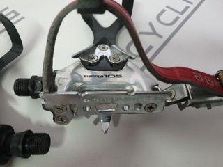 Pedales Shimano 105 clásicos.