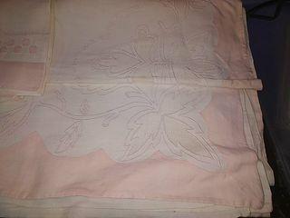 sábanas de hilo modernistas bordadas