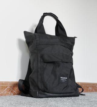 Mochila Pull&Bear color negro impermeable