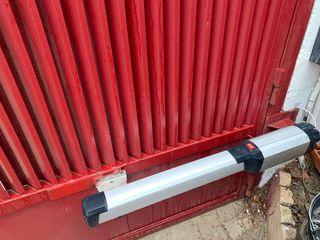 Motor tipo brazo para puerta de garaje