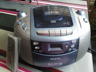 Reproductor CD y radiocasete SANYO