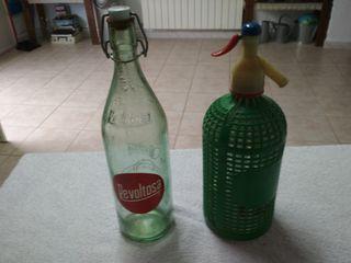 Botellas de Revoltosa y sifón antiguas