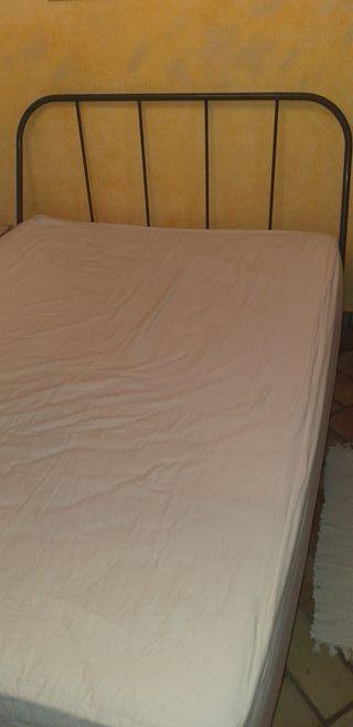 Cama matrimonio com colchón