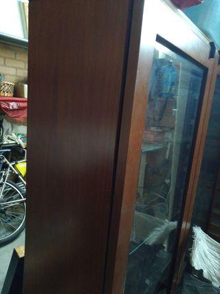 mueble vitrina madera y cristal