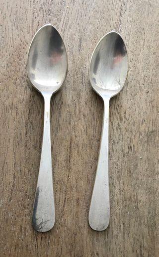 2 cuillères en métal argenté de Russie vintage 50'