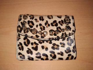 Monedero leopardo y tachuelas - Zara