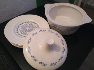 Conjunto de vajilla de porcelana Vargas Segovia .