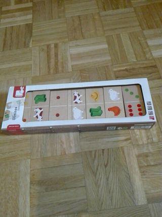 juguete de dominó en.madera