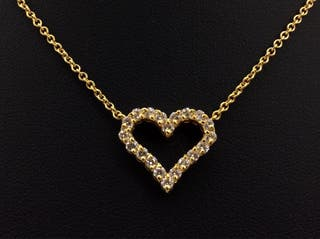 Garganta con corazón de oro y diamantes