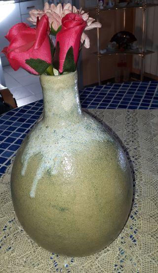 * jarrón bonito color verde gris