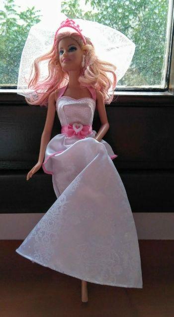 Muñeca Barbie novia