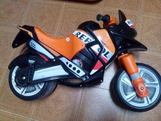 Moto Repsol.