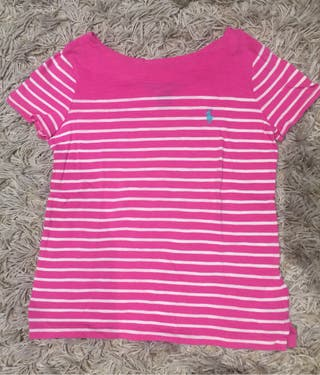 Camiseta rosa con rayas blancas