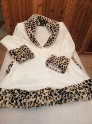 preciosa chaqueta de diseño con decoración de leop