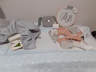 lote de bebé nuevo con etiquetas.