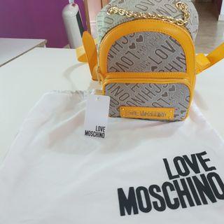 mochila love Moschino