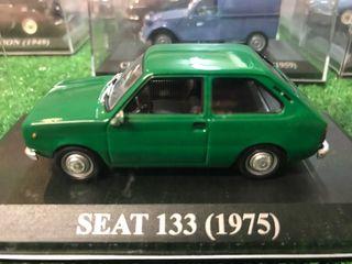 Maqueta coche escala SEAT 133 (1975)