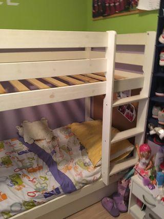 Literas blancas de madera con cama nido