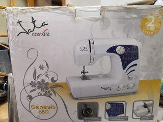 máquina de coser Marca Jata mod Genesis 680