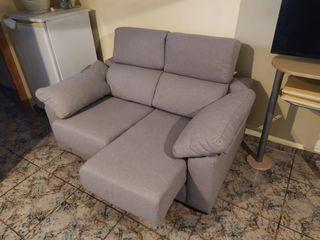 sofa de dos plazas prácticamente nuevo