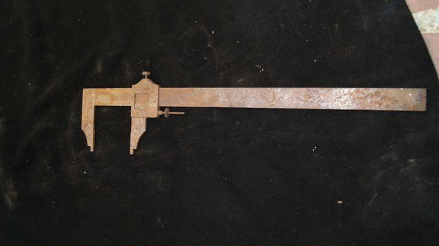 Antiguo taladro de mano mas 2 aparatos