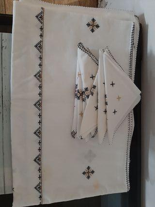 mantel grande y servilletas hecho a mano