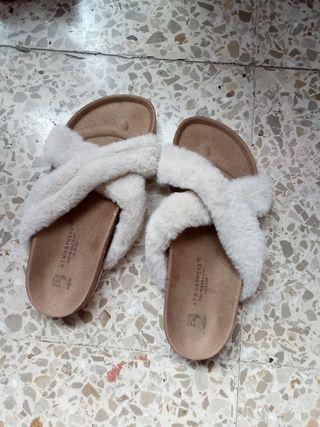 Sandalias Con Tiras de Terciopelo