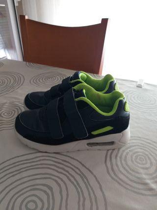 zapatillas deportivas niño número 31. Azul marino