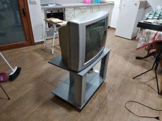 mesa auxiliar y TV