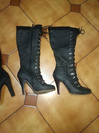 dos pares de botas en perfecto estado apenas usada