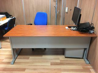 Mesa de despacho y cajonera